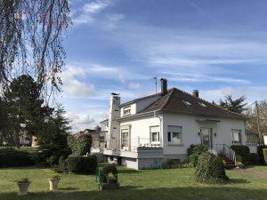 Vous souhaitez vendre une maison, villa de prestige? Votre objectif est primordial: être accompagné par un partenaire professionnel pour sécuriser votre transaction immobilière. Contactez-moi