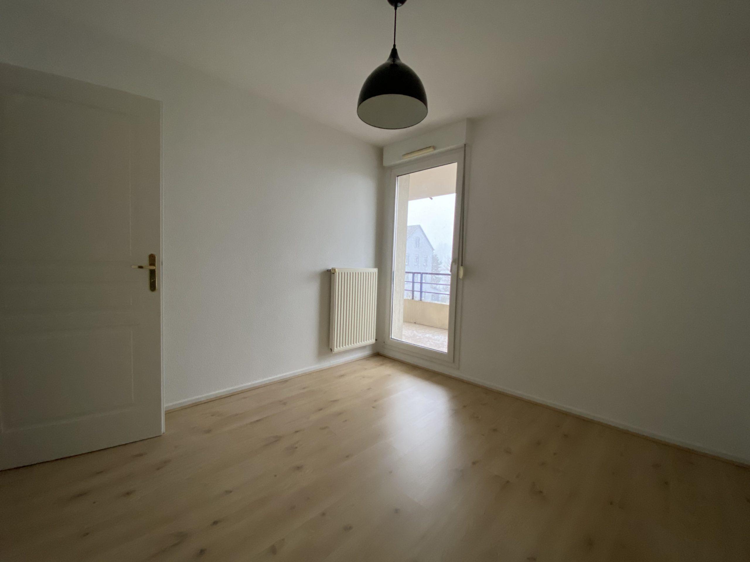 Vous êtes à la recherche d'une maison à vendre à Colmar, Ensisheim, de Wittenheim, de Rixheim ou ailleurs dans le 68 (Haut-Rhin) Devenir propriétaire d'une maison dans le Haut-Rhin ? Et, mieux, d'une maison correspondant parfaitement à vos envies, besoins et budget ? Que vous cherchiez une petite maison cocooning ou une belle surface habitable, une maison jumelée ou individuelle, une maison de plain-pied ou à étages, je saurai trouver le bien immobilier qu'il vous faut ! La région se distingue par la grande diversité de ses offres immobilières : on peut y acheter de jolies maisons traditionnelles avec terrasse, jardin, garage, etc., le tout dans un cadre bucolique… mais également de belles maisons modernes en pleine ville. Et que vous souhaitiez ou nous vous lancer dans des travaux de rénovation, je dénicherai votre future habitation !